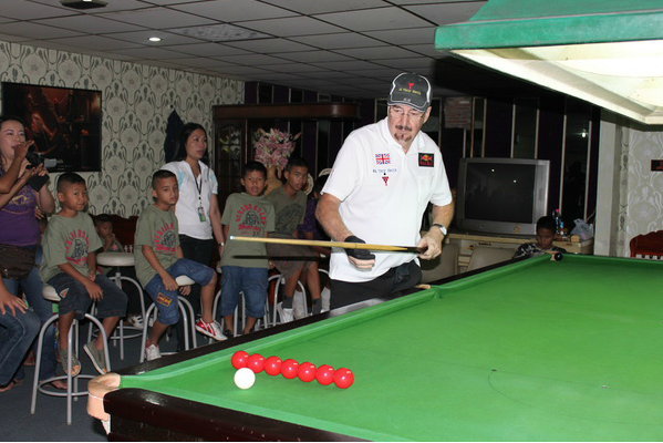 Snooker Trick Shots – Pattaya Orphanage